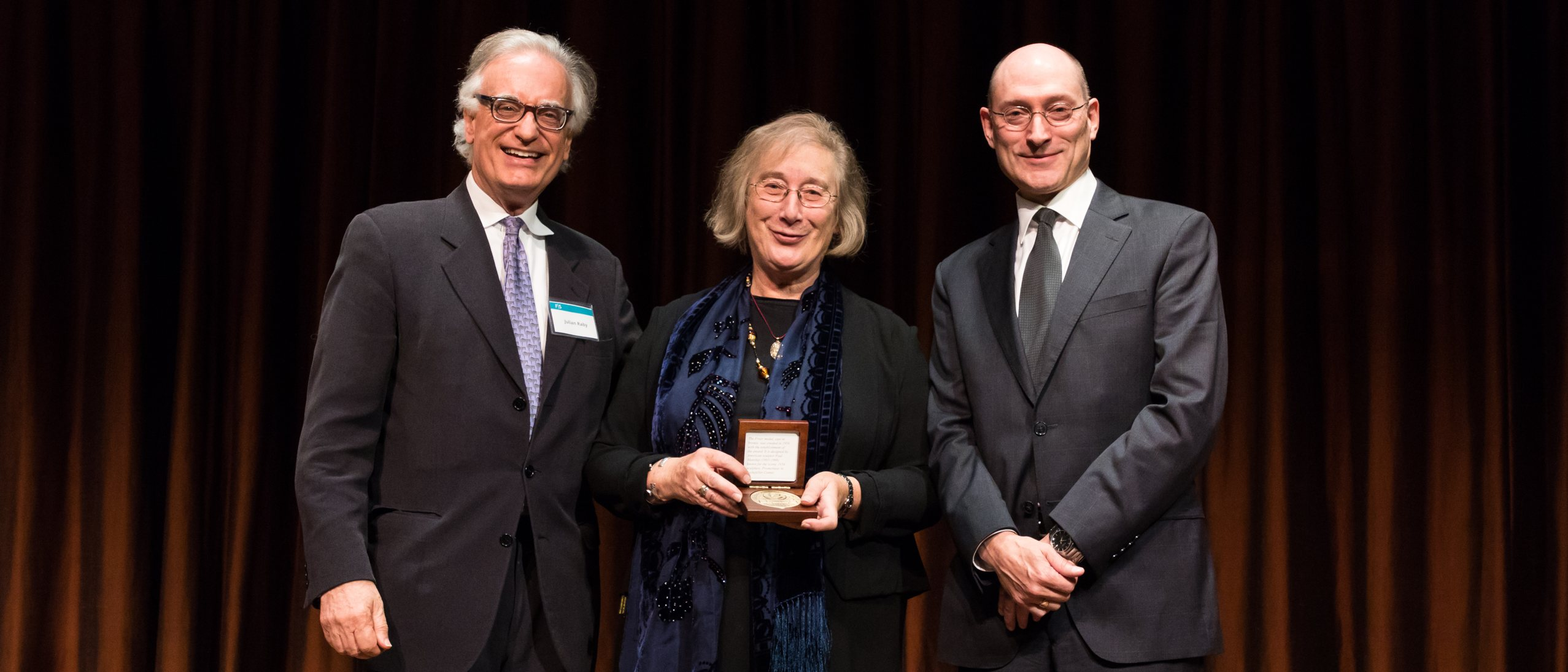 Director Julian Raby presenting the Freer Medal to Dame Professor Jessica Rawson