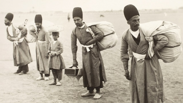 Photo, Luggage Bearers Sevruguin, Antoin, 1870s-1928, b&w ; 22.9 cm. x 17.3 cm. FSA_A.4_2.12.Up.16