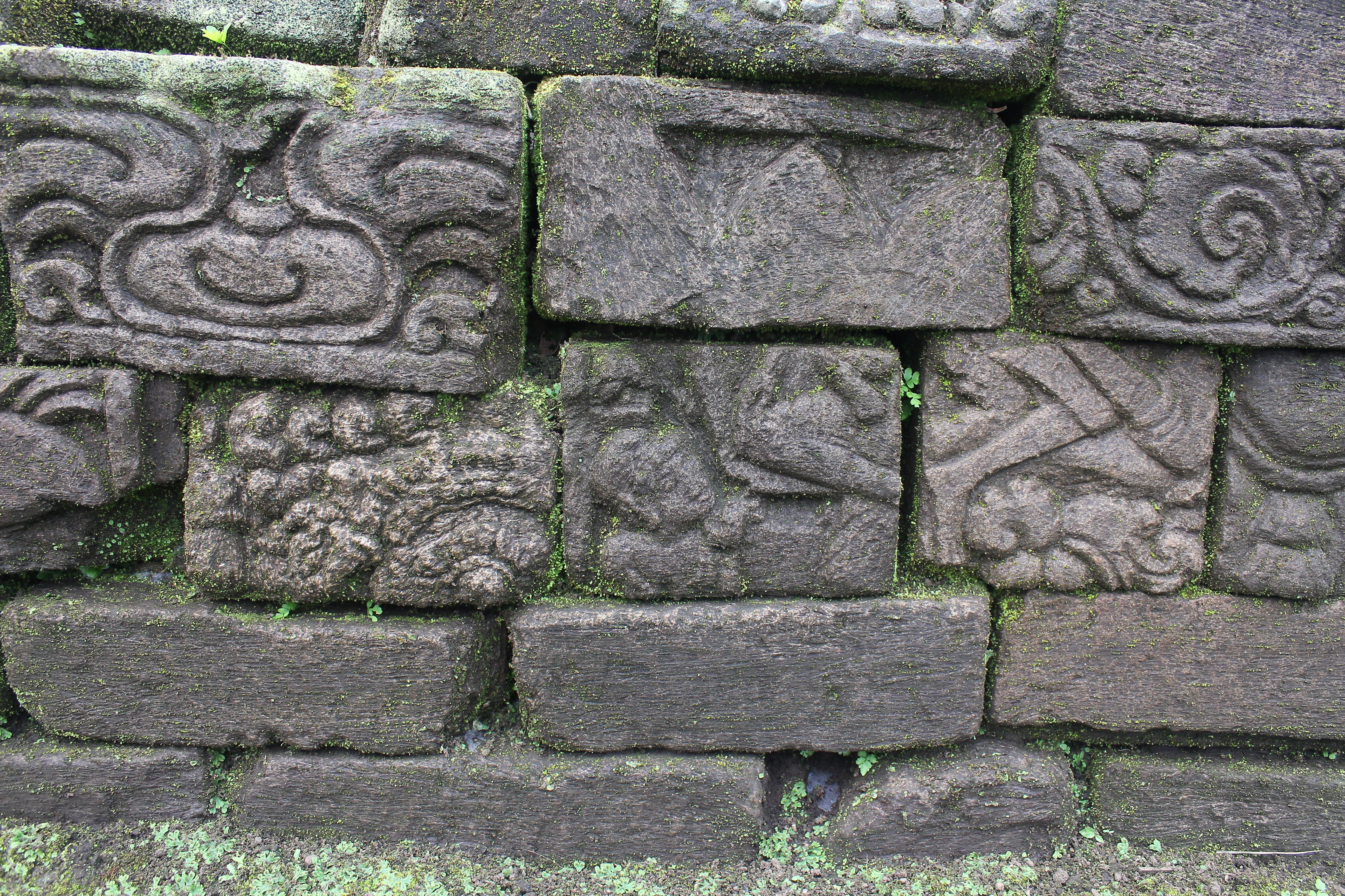 Remains of relief carvings in a wall